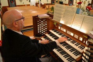 David Thomas at the console of the Samples Memorial Organ